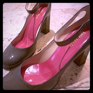 NEW Kate Spade grey/pink patent leather heels.
